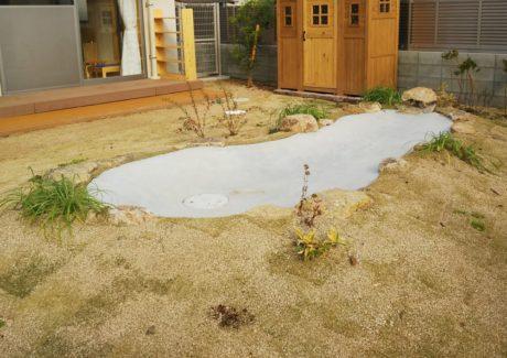 水場 水深は浅く、使いたいときに水が出せるようになっています。